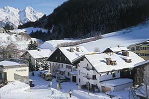 Skiworld-chalet-eisfall-St-Anton-Austria-exterior