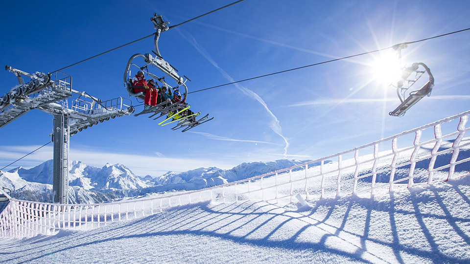 Lifts and Skiers in Courchevel 2-©courchevel-tourisme-media