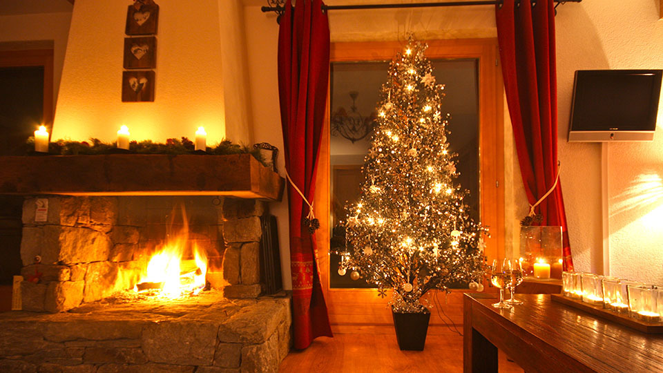 christmas-fireplace-chalet-ski-resort2