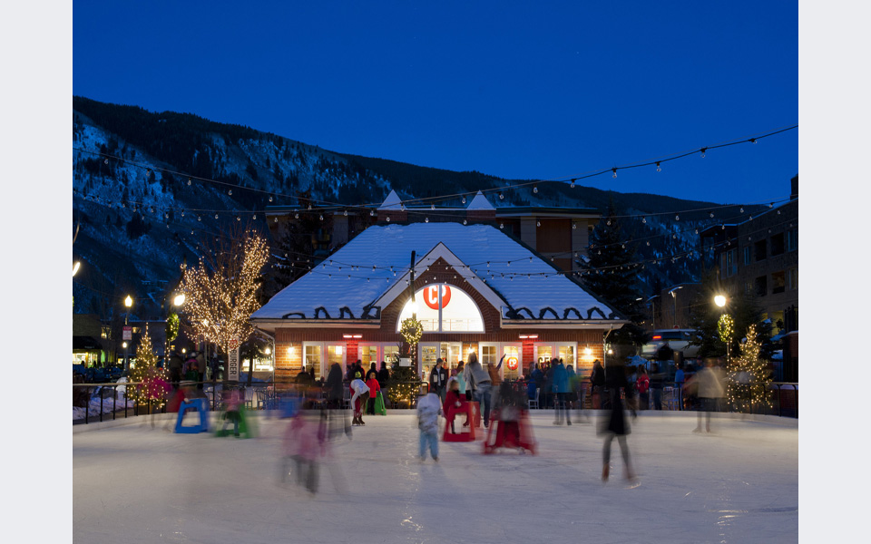 Ice Skating Aspen Town - ©Daniel Bayer