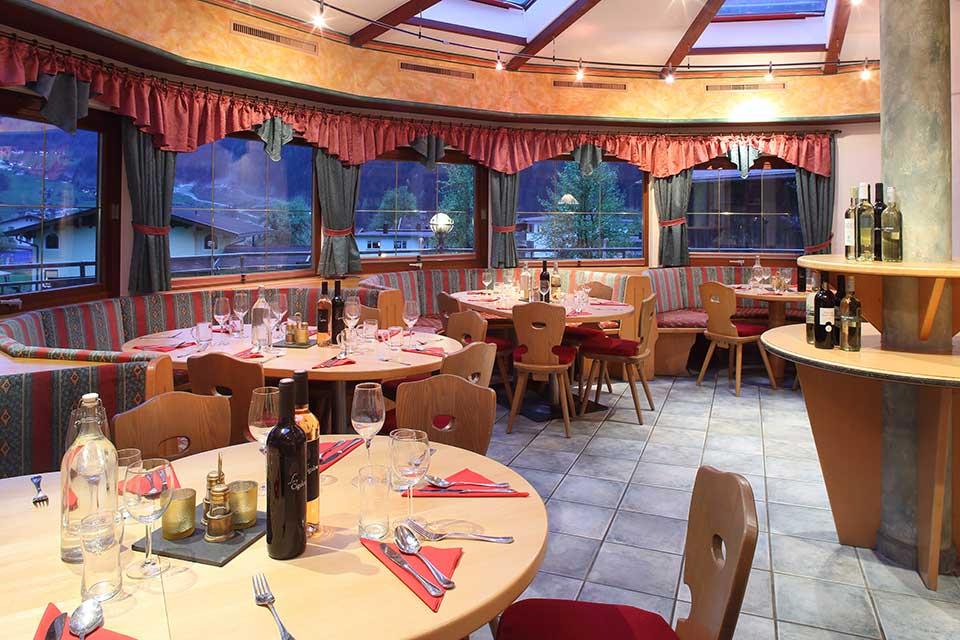 Chalet Stoanerhof, Mayerhofen - Dining room