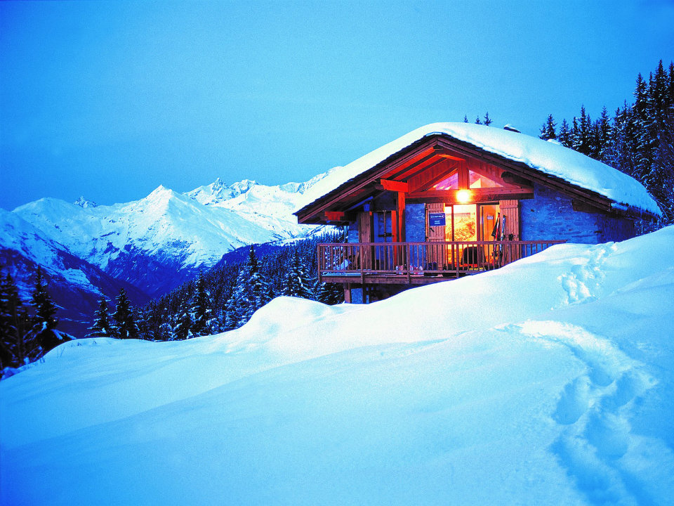Chalet Cicero, Les Arcs - A chalet with a view from the hillside over the valley