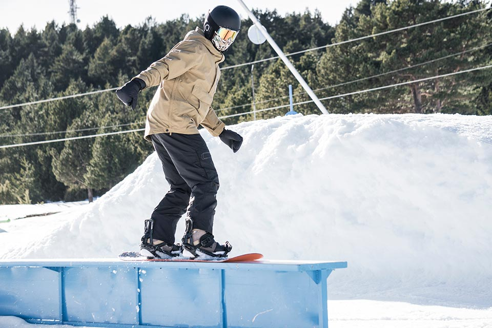 snowboarding-grinding-on-a-box