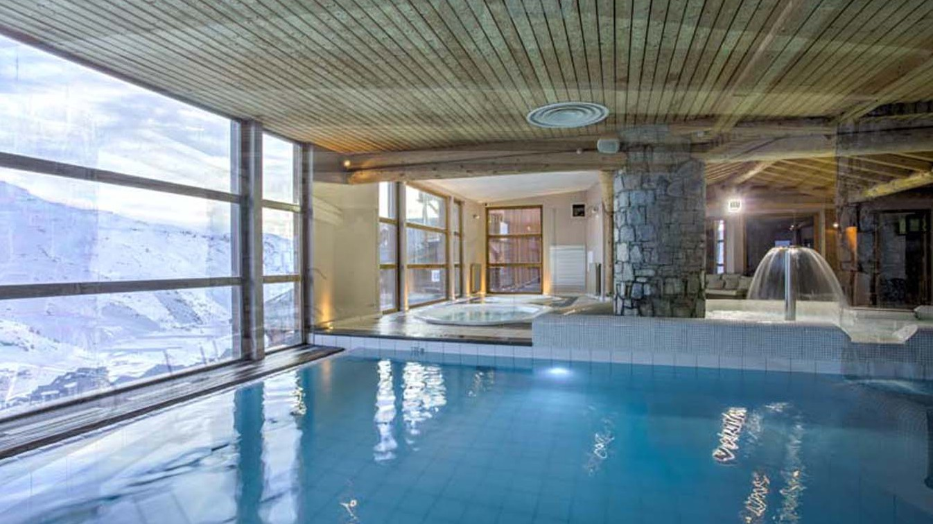 Chalet Abricot, Val Thorens, France, Infinity Pool in Wellness Area