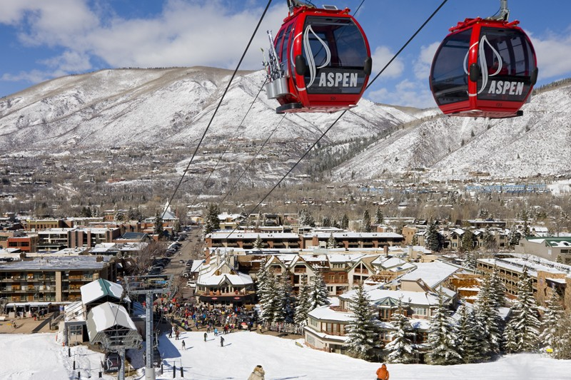 Cable cars from Aspen town