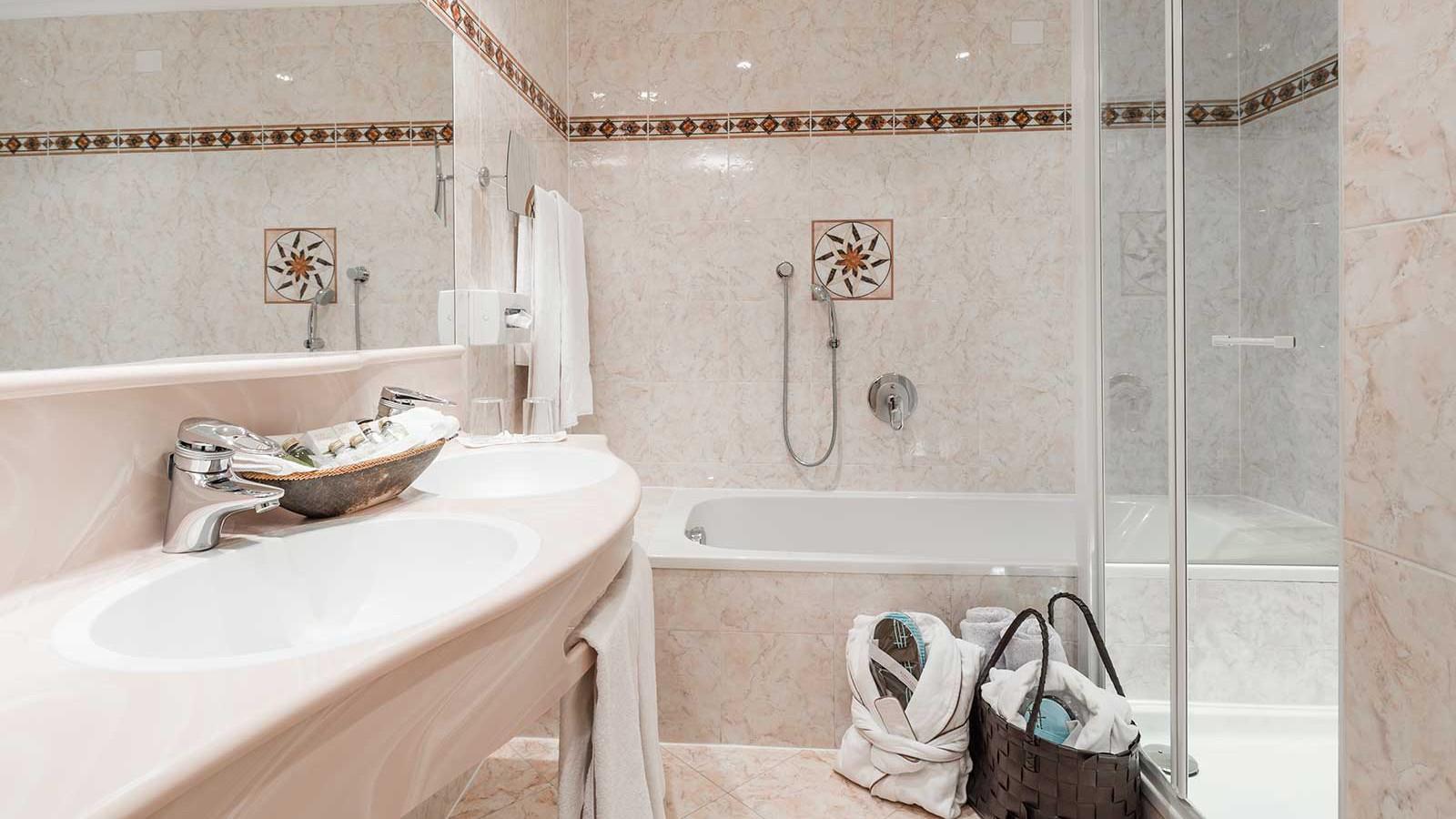 Alpenheim Charming Hotel - junior suite bathroom