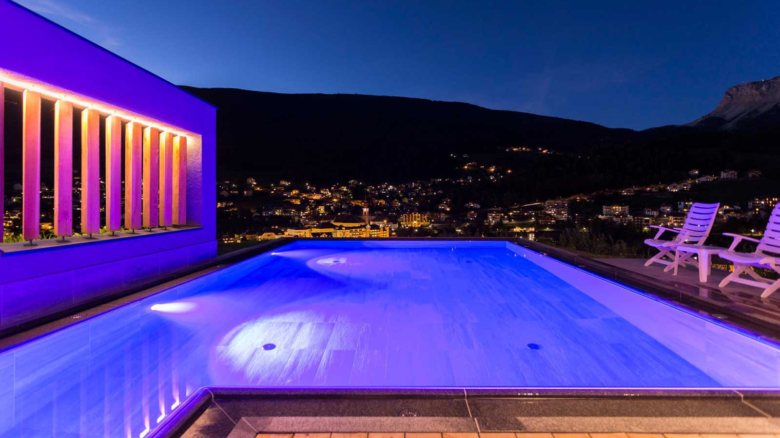 Alpenhotel Rainell - Exterior Pool - Winter - Night