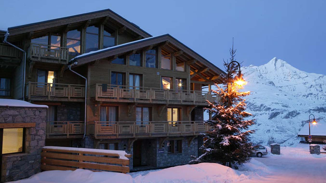 Chalet Annapurna I ext night, Tignes