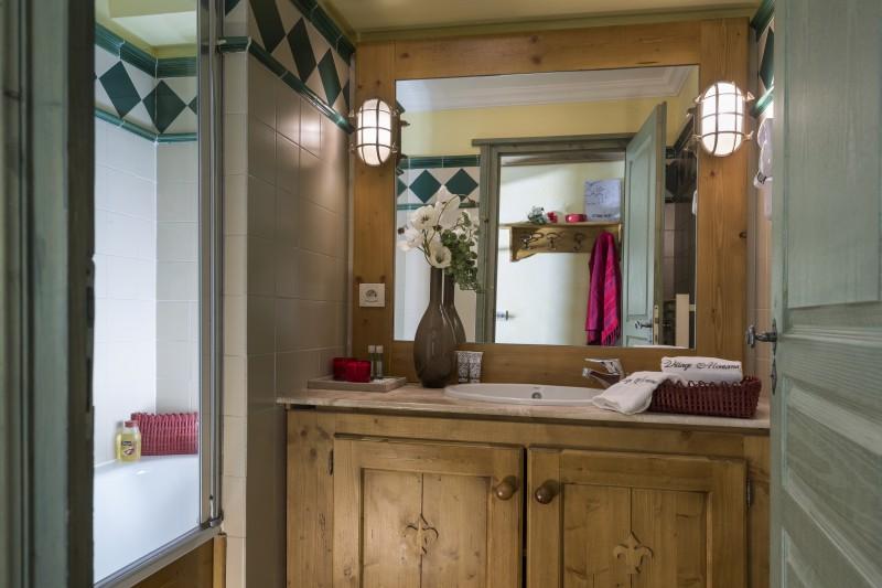Bathroom of Village Montana - Self-catered ski apartment in Tignes, France