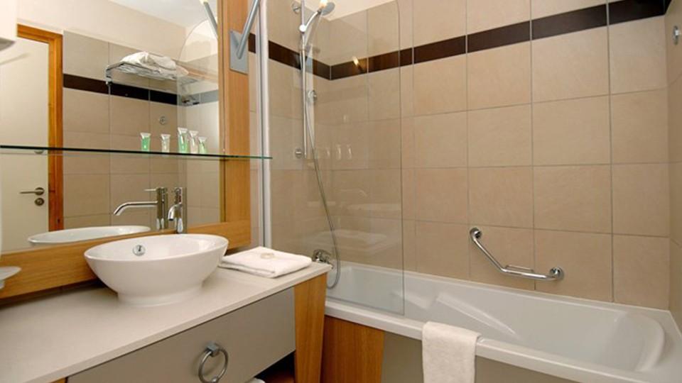 Bathroom, Edenarc Apartments, Les Arcs, France
