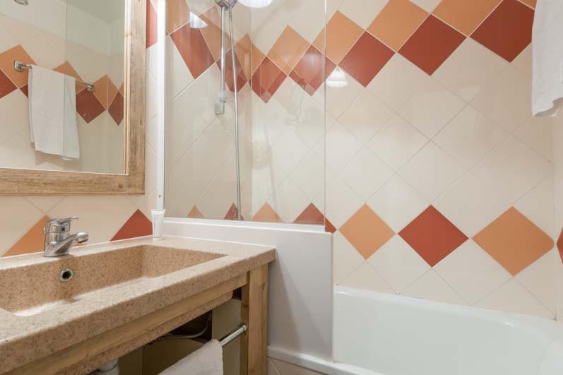 Bathroom in les Ravines - ski apartment in Meribel, France