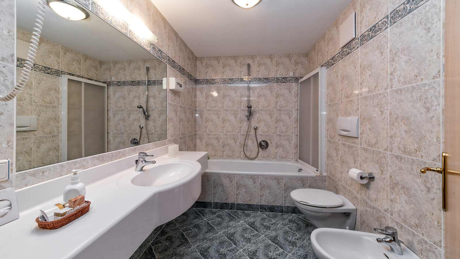 Bathrooms- Hotel Interski, Selva Val Gardena, Italy