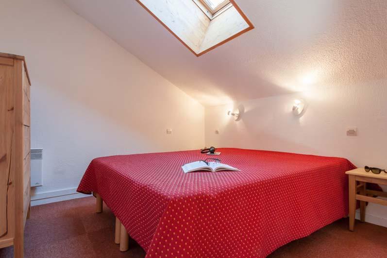 Bedroom in les Ravines - ski apartment in Meribel, France