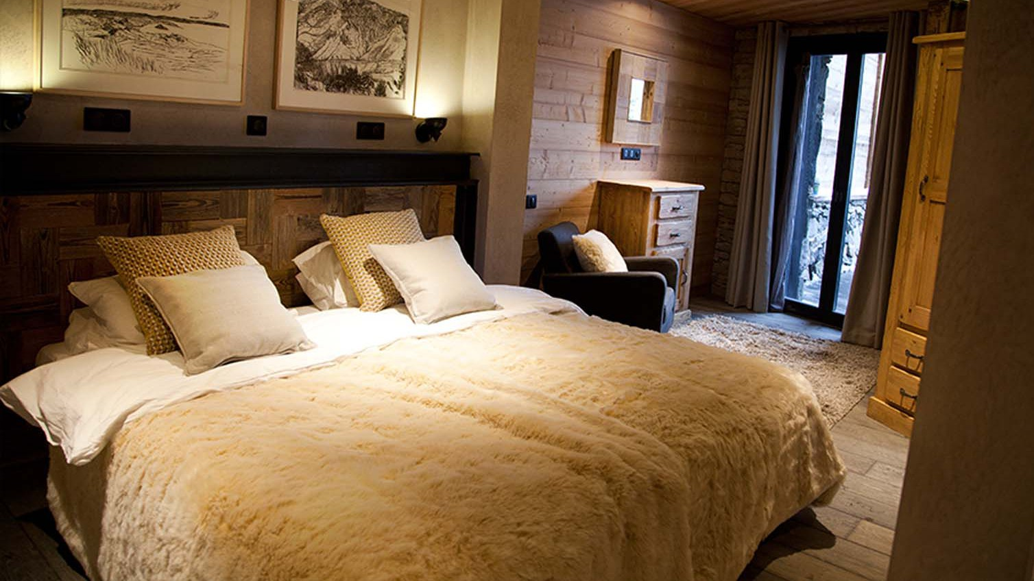 King sized double bed, Chalet Benjamin, Courchevel, France