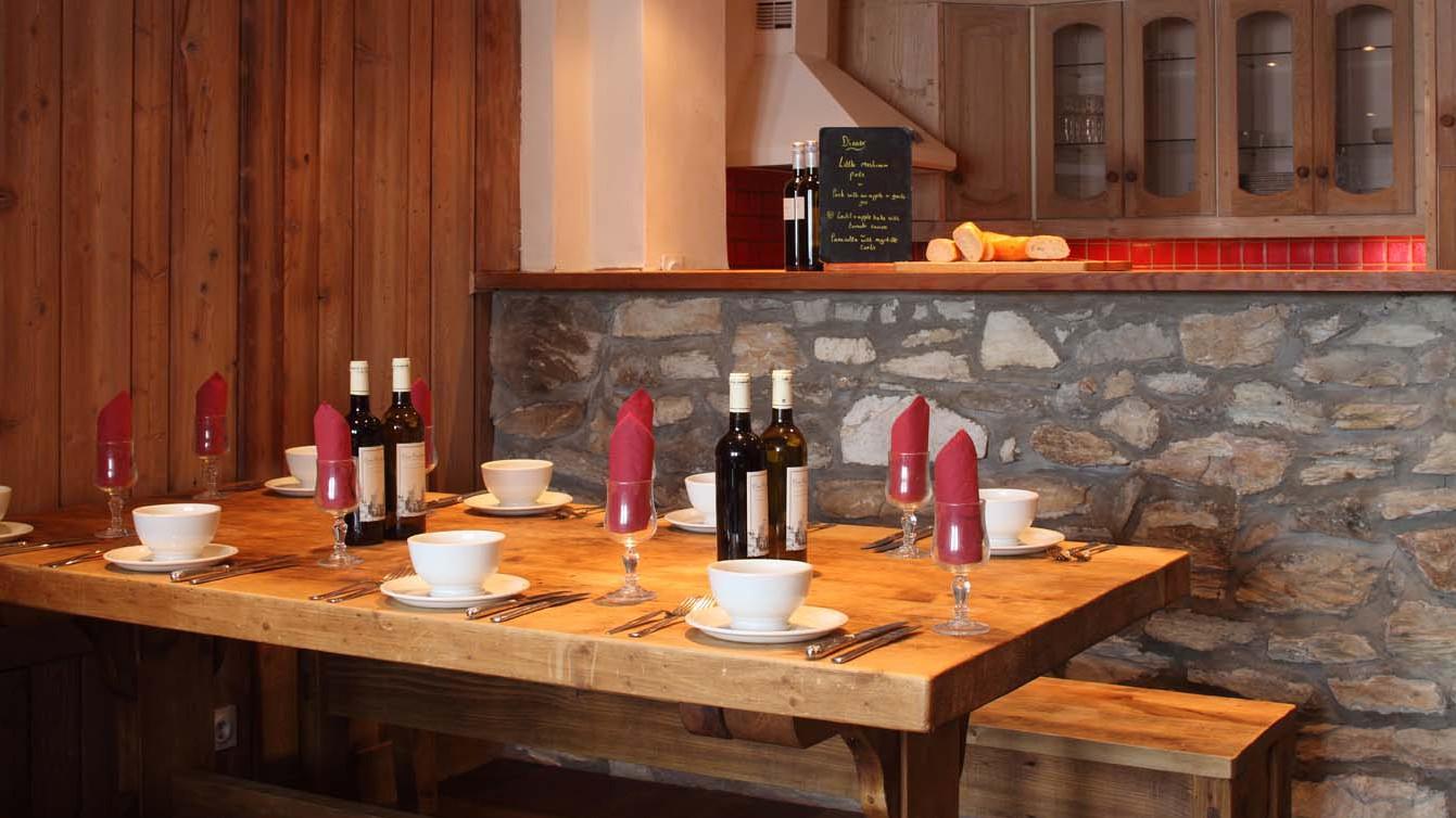 Dining Table in chalet Bonne Neige - ski chalet in Val d'Isere, France