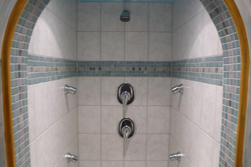 Chalet Stoanerhof shower, Mayrhofen