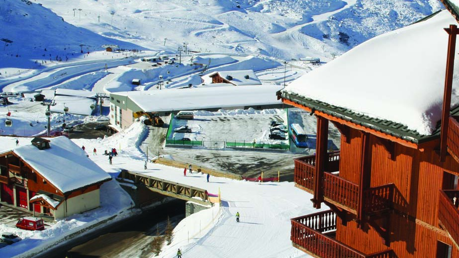 Exterior side view, Chalet Carambole, Val Thorens