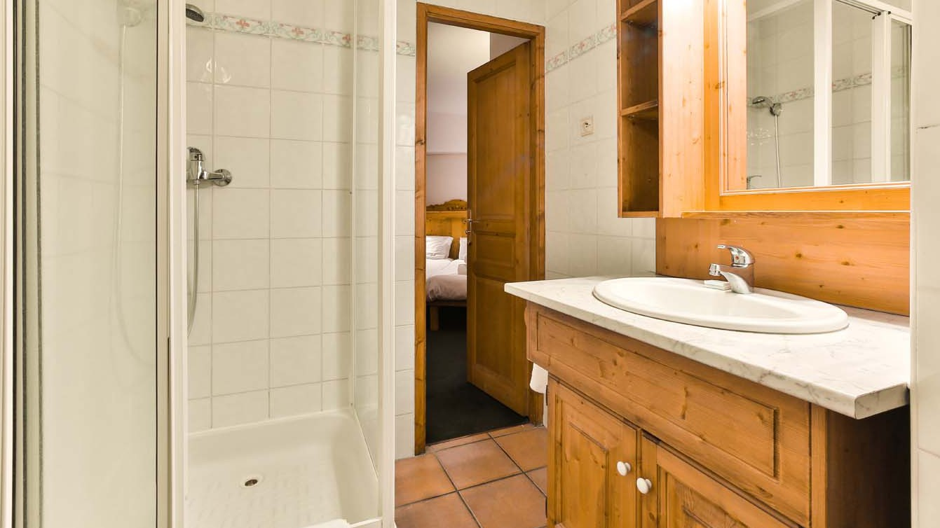 Chalet Clementine, Val Thorens, France, Bathroom