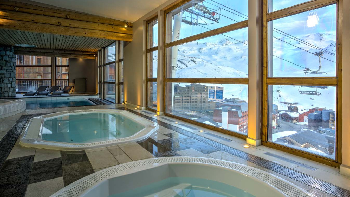 Chalet Clementine, Val Thorens, France, Jacuzzis in Complex Pool Area