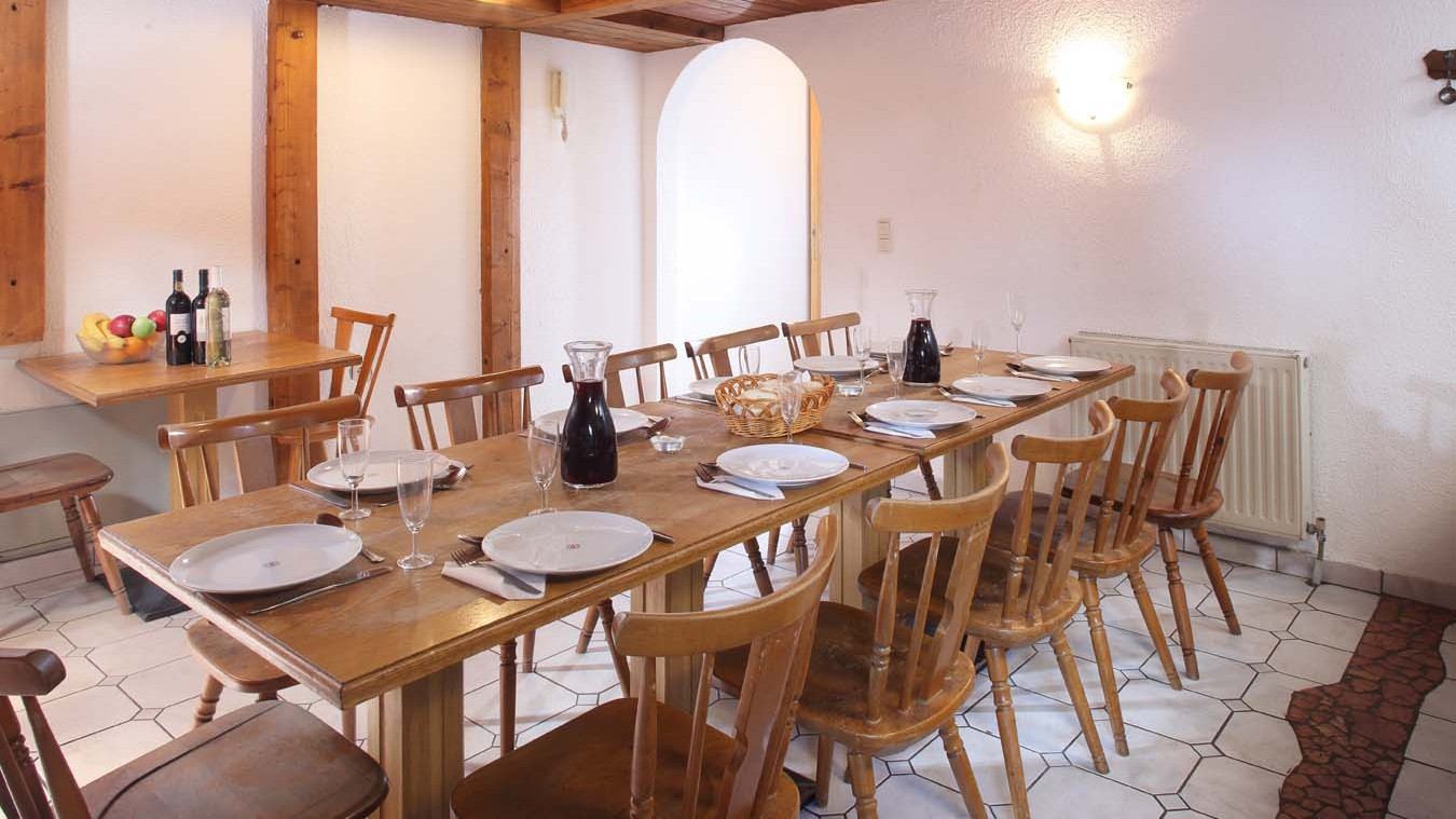 Chalet Eisfall, Ski Chalet in St Anton, Dining Room - carafe