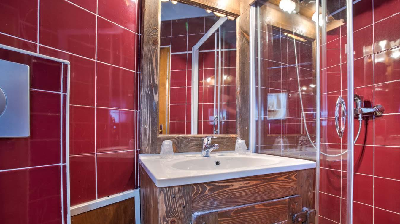 Chalet Leo, Val Thorens, France, Bathroom