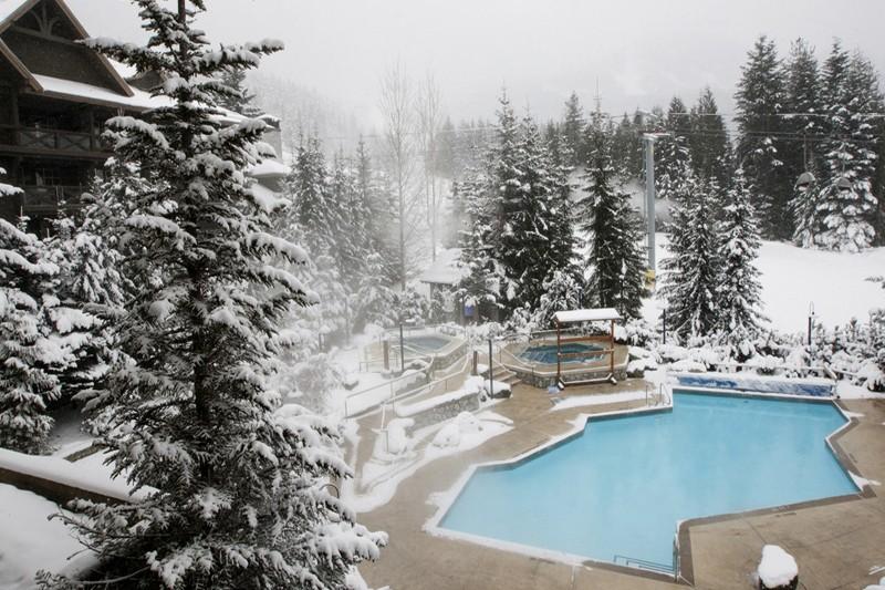Hotel & Condo Coast Blackcomb Suite, pool, Whistler