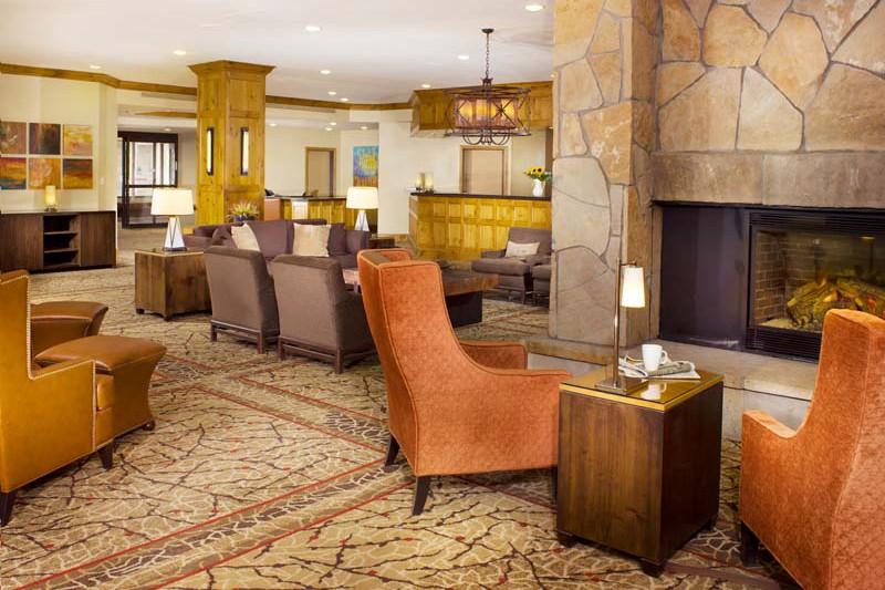 Lobby - DoubleTree by Hilton - Ski Hotel in Breckenridge, USA