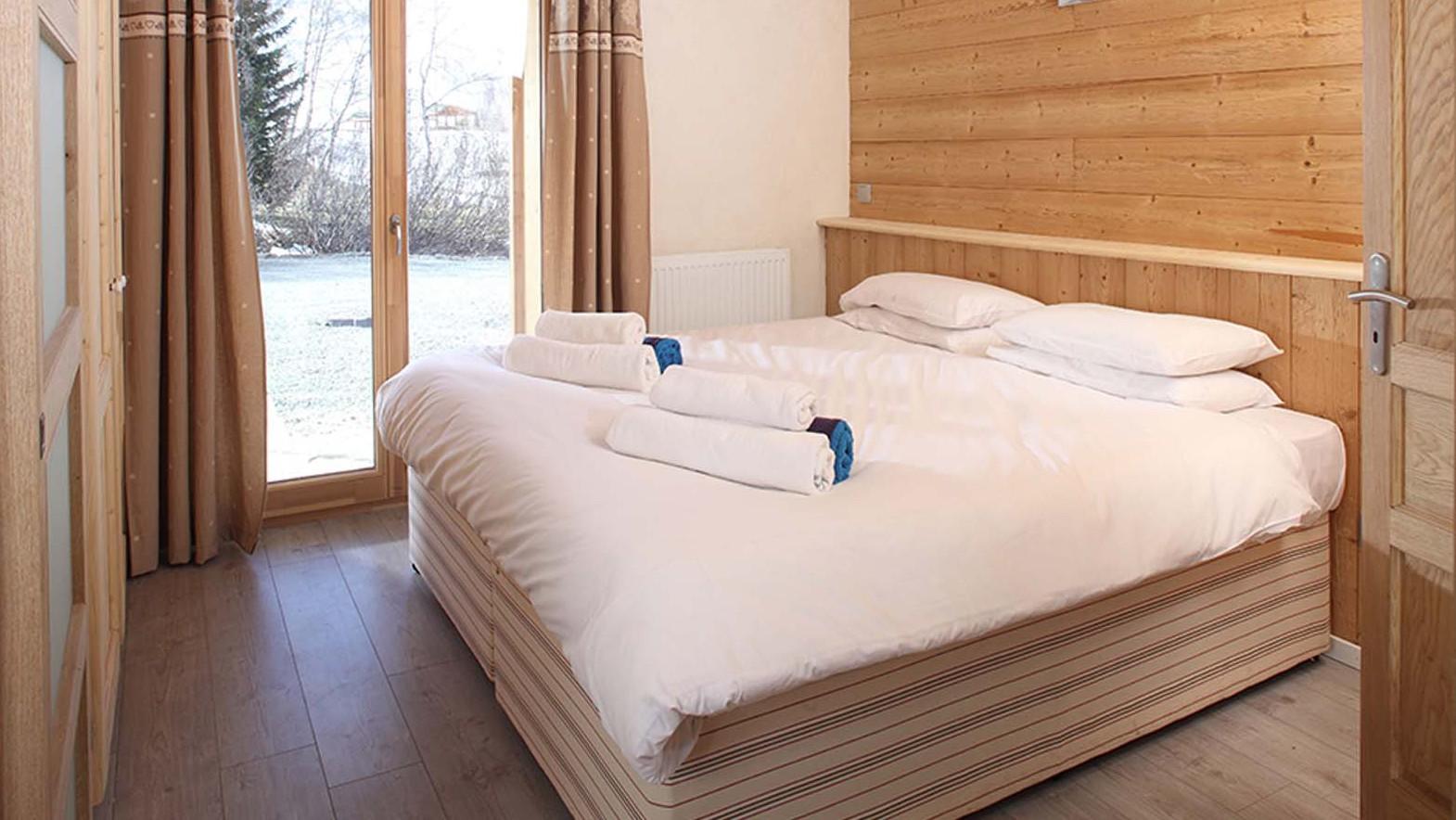 Double Bedroom, Chalet Friandise, Alpe D'Huez, France