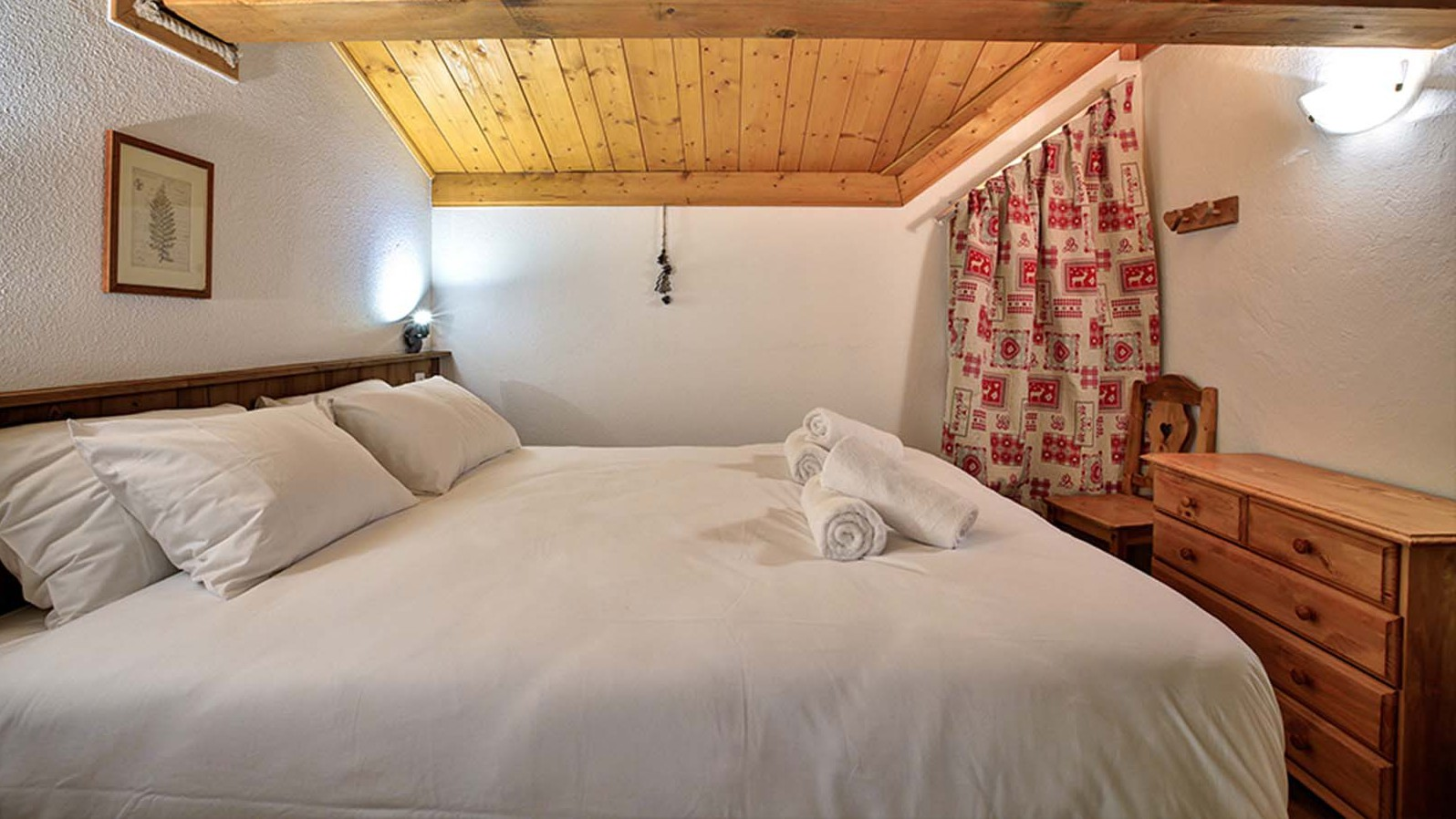 Bedroom - Chalet Guillaume - Ski Chalet in La Plagne, France