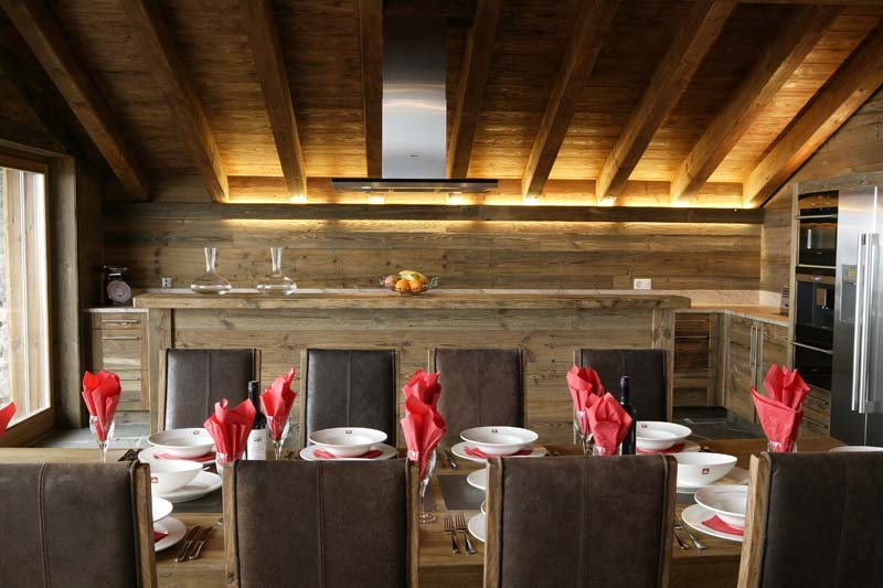 Chalet Hautes Cimes dining area