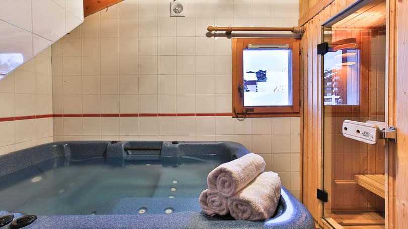 Hot Tub and Sauna in Chalet Panoramique - Ski Chalet in La Plagne, France