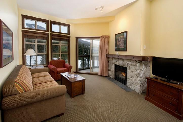 Hotel & Condo Coast Blackcomb Suite, lounge, Whistler