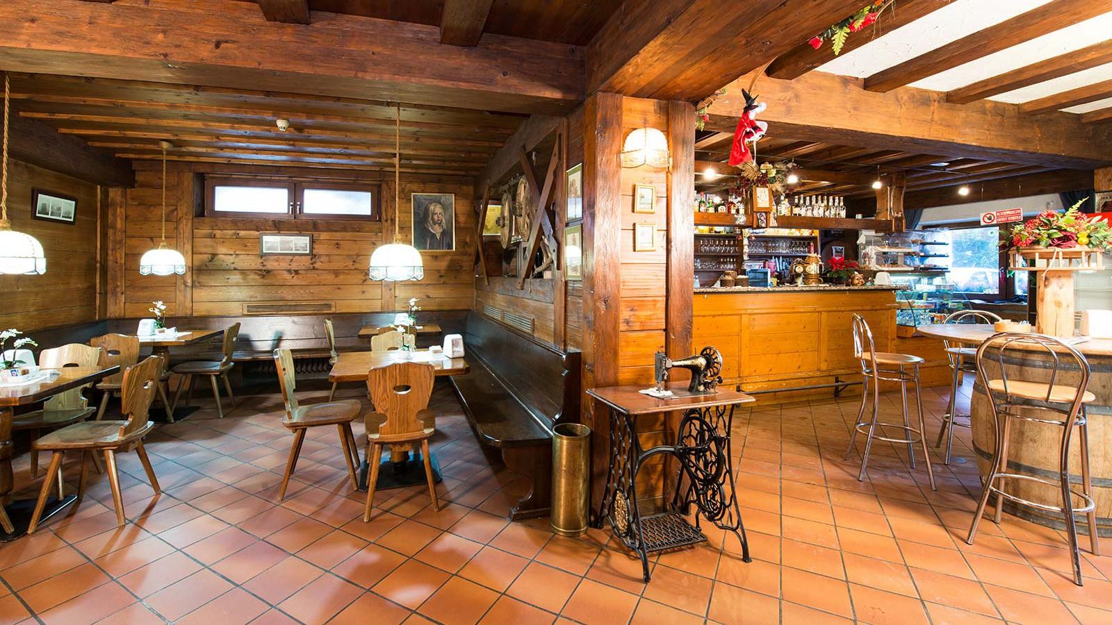 Hotel Alpin Haus, Selva Val Gardena - Bar Area
