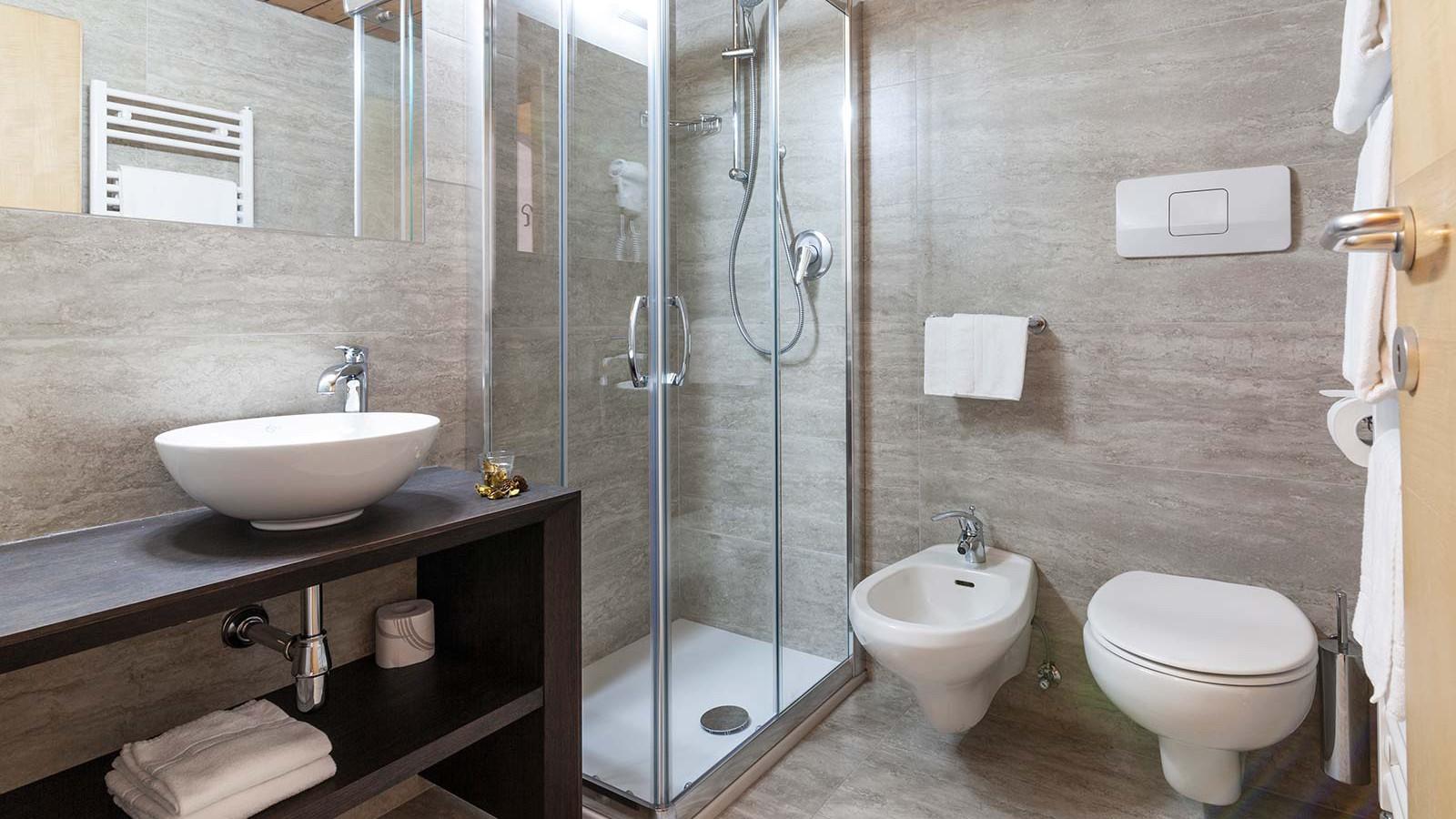 Hotel Alpin Haus, Selva Val Gardena - Bathroom - Standard Room