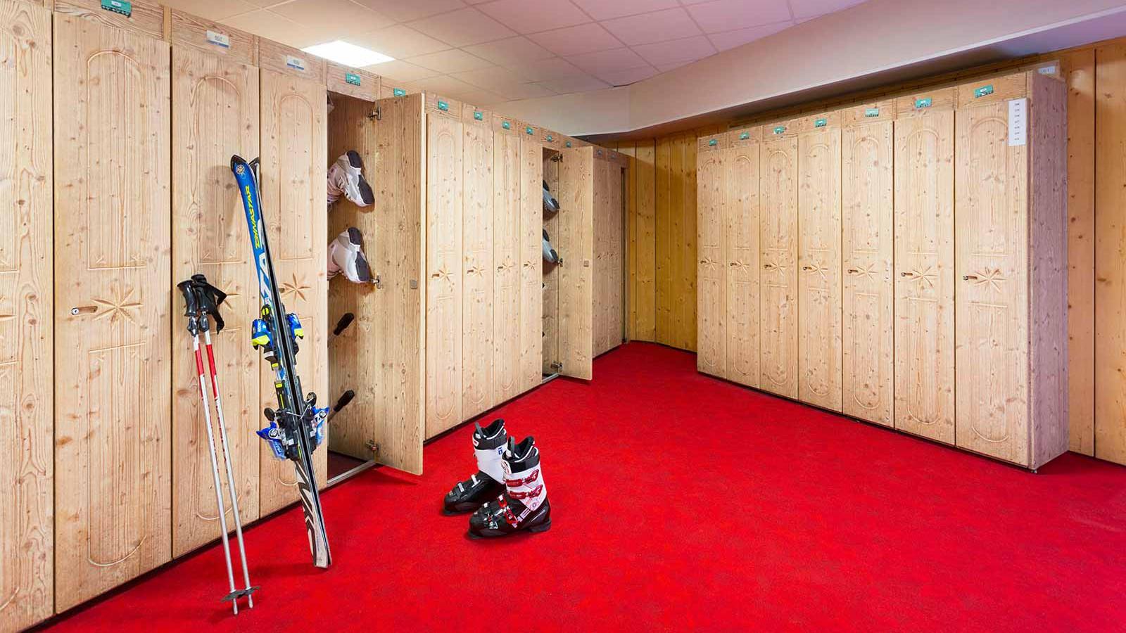 Hotel Club Les Arolles, ValThorens - Ski Lockers
