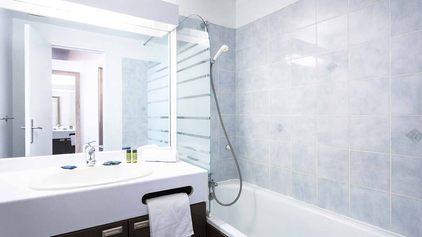 Hotel Club Les Panorama, Les Deux Alpes - Bathroom