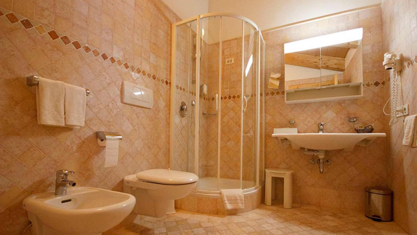 Hotel Gran Paradiso - Standard-room---bathroom