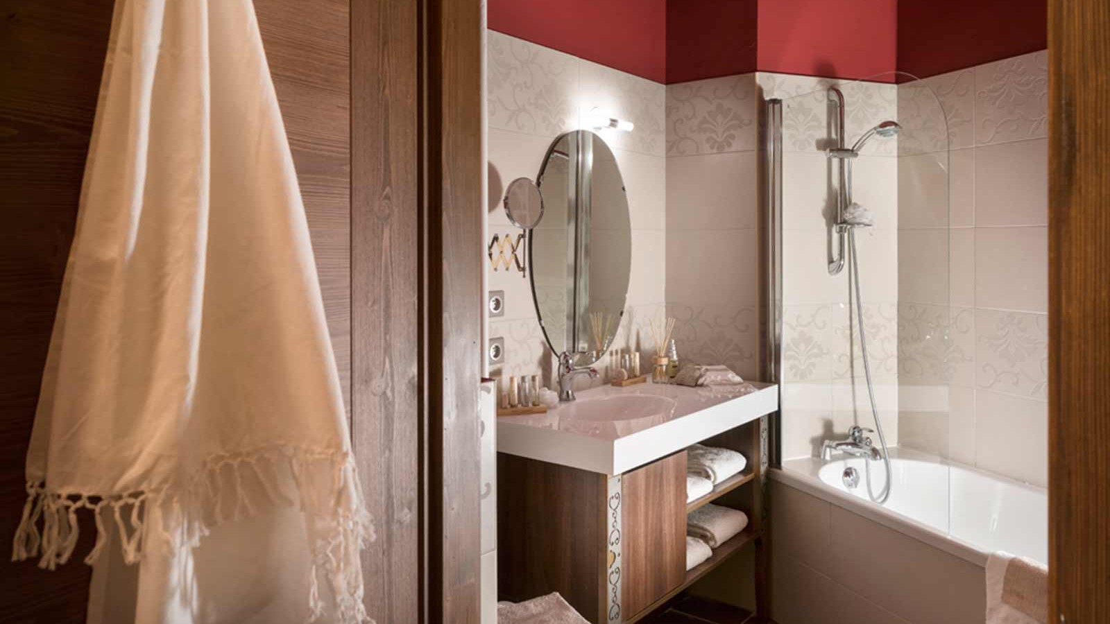 Hotel Le Hameau du Kashmir, Val Thorens - Bathroom