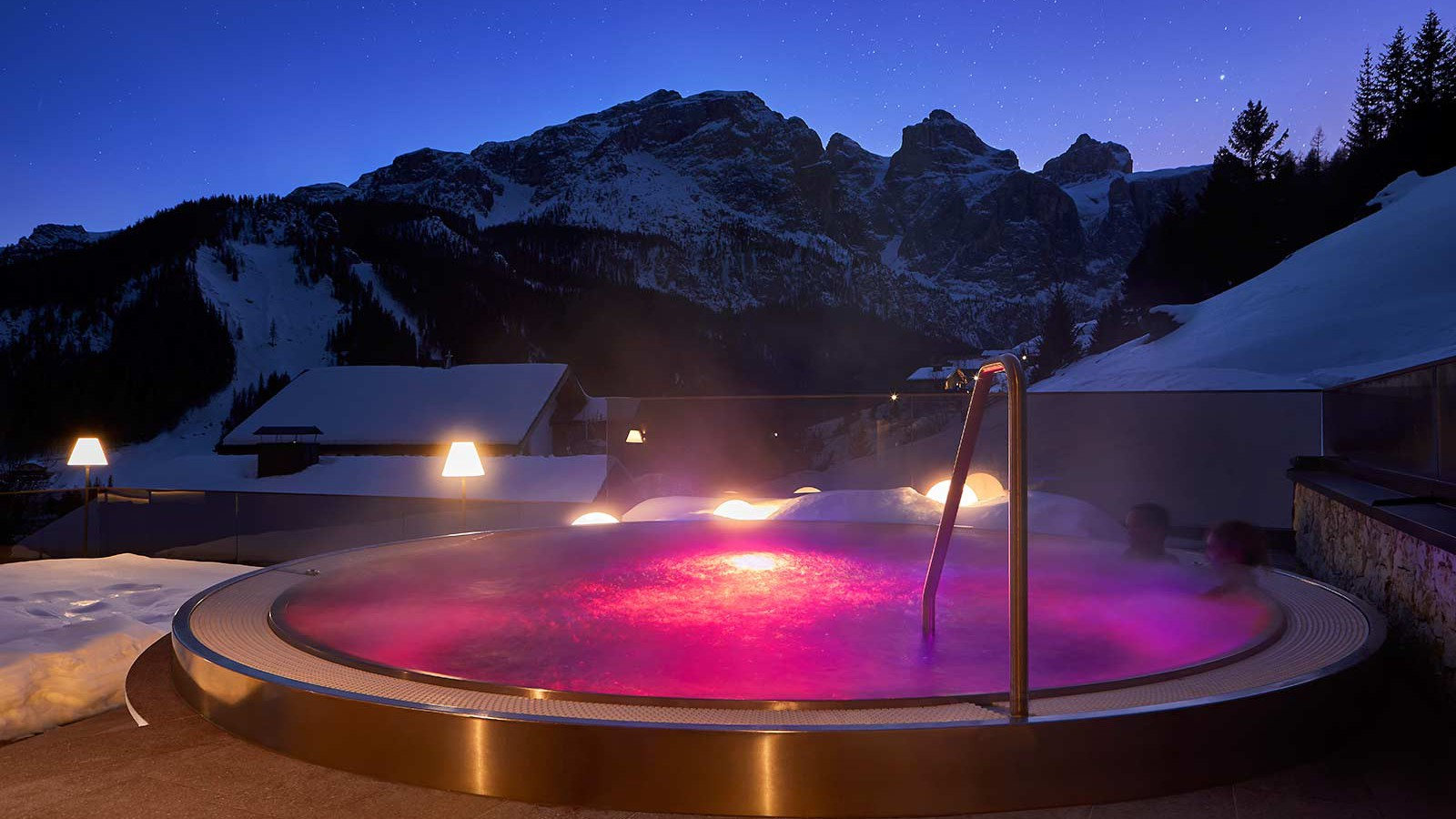 Hotel Sassongher, Corvara and Colfosco - Hot Tub
