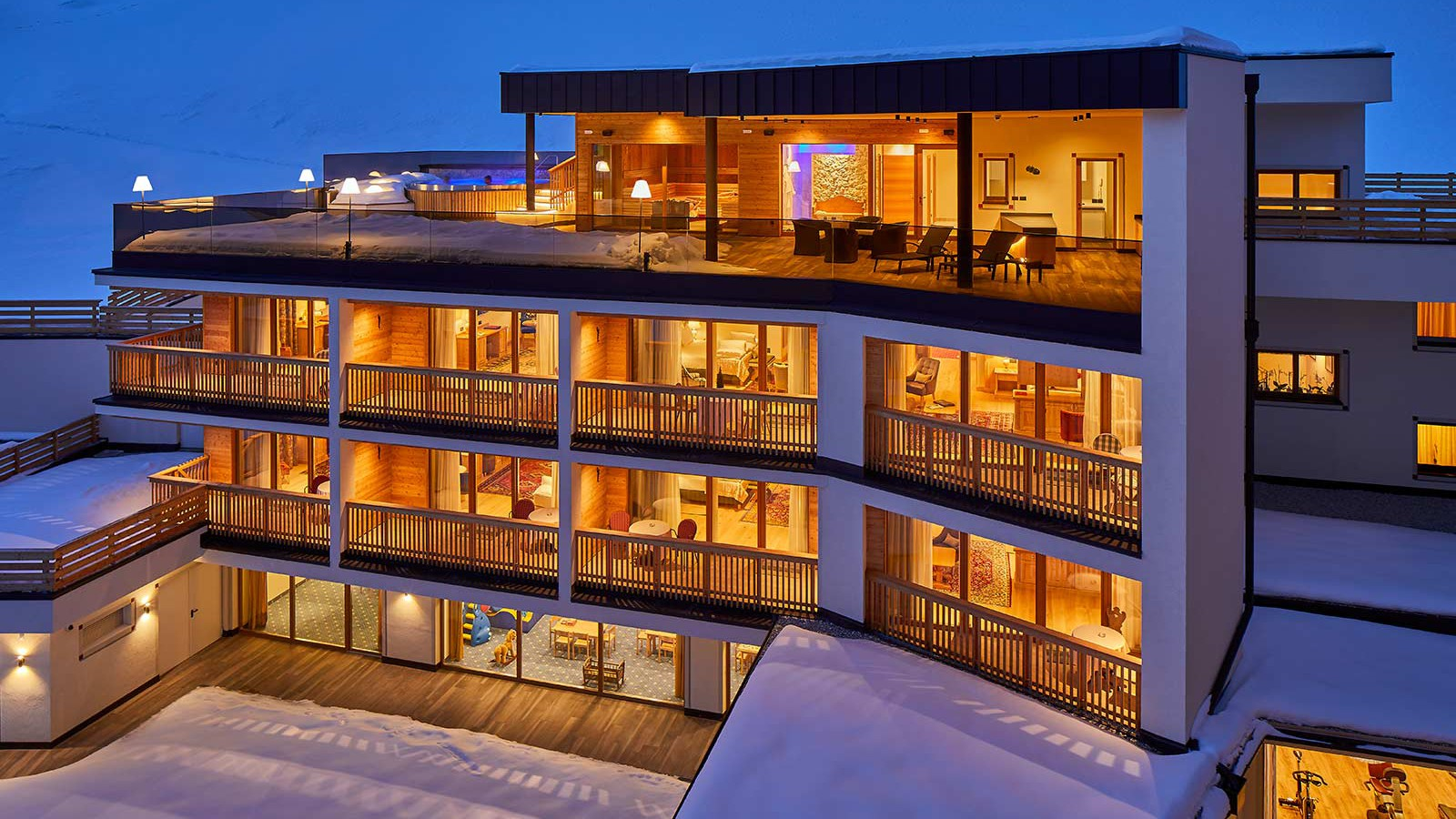 Hotel Sassongher, Corvara and Colfosco - Exterior -Rear - Night