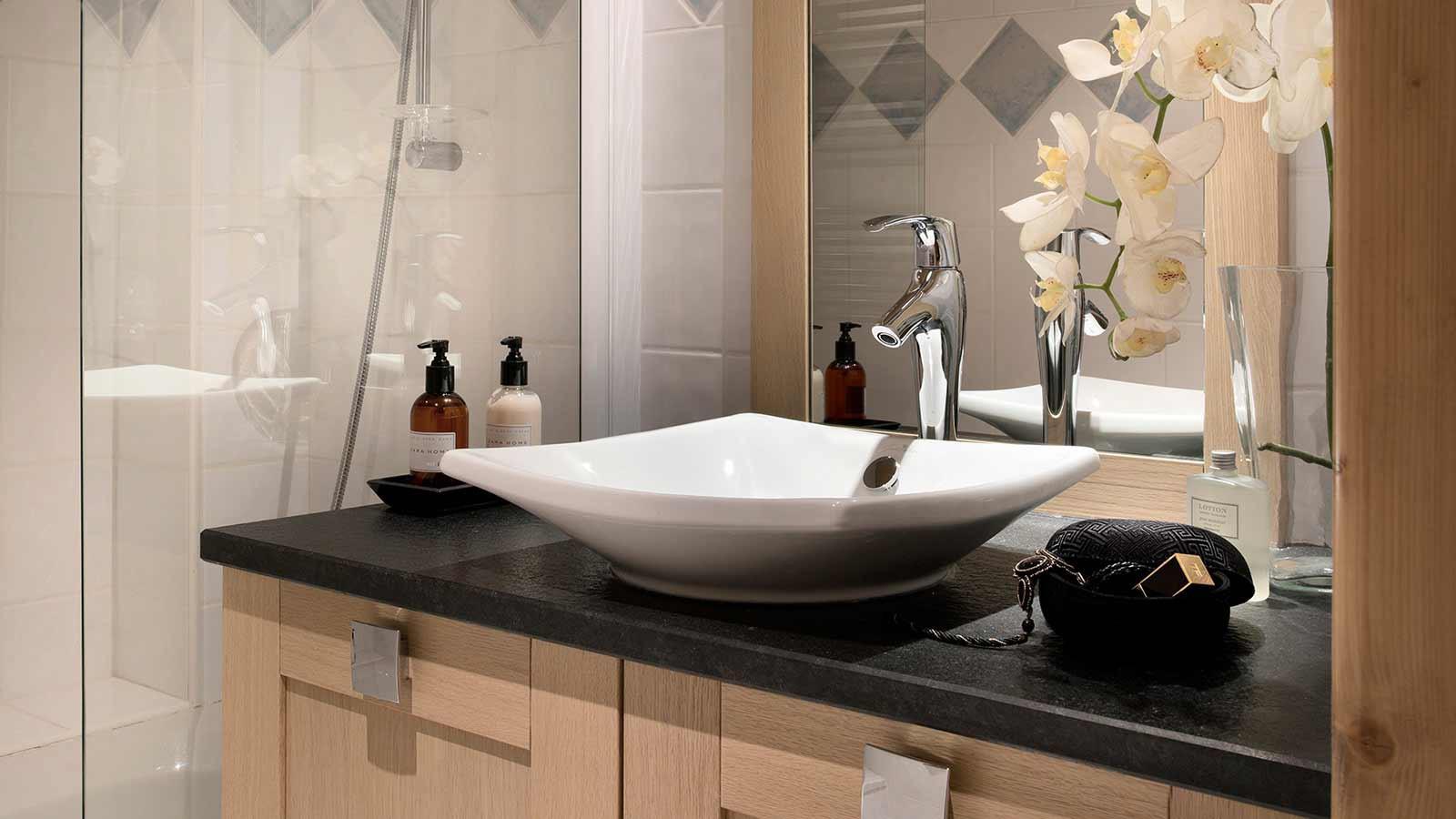 Le Cristal de l'Alpe Apartments, Alpe D'Huez - Bathroom Sink