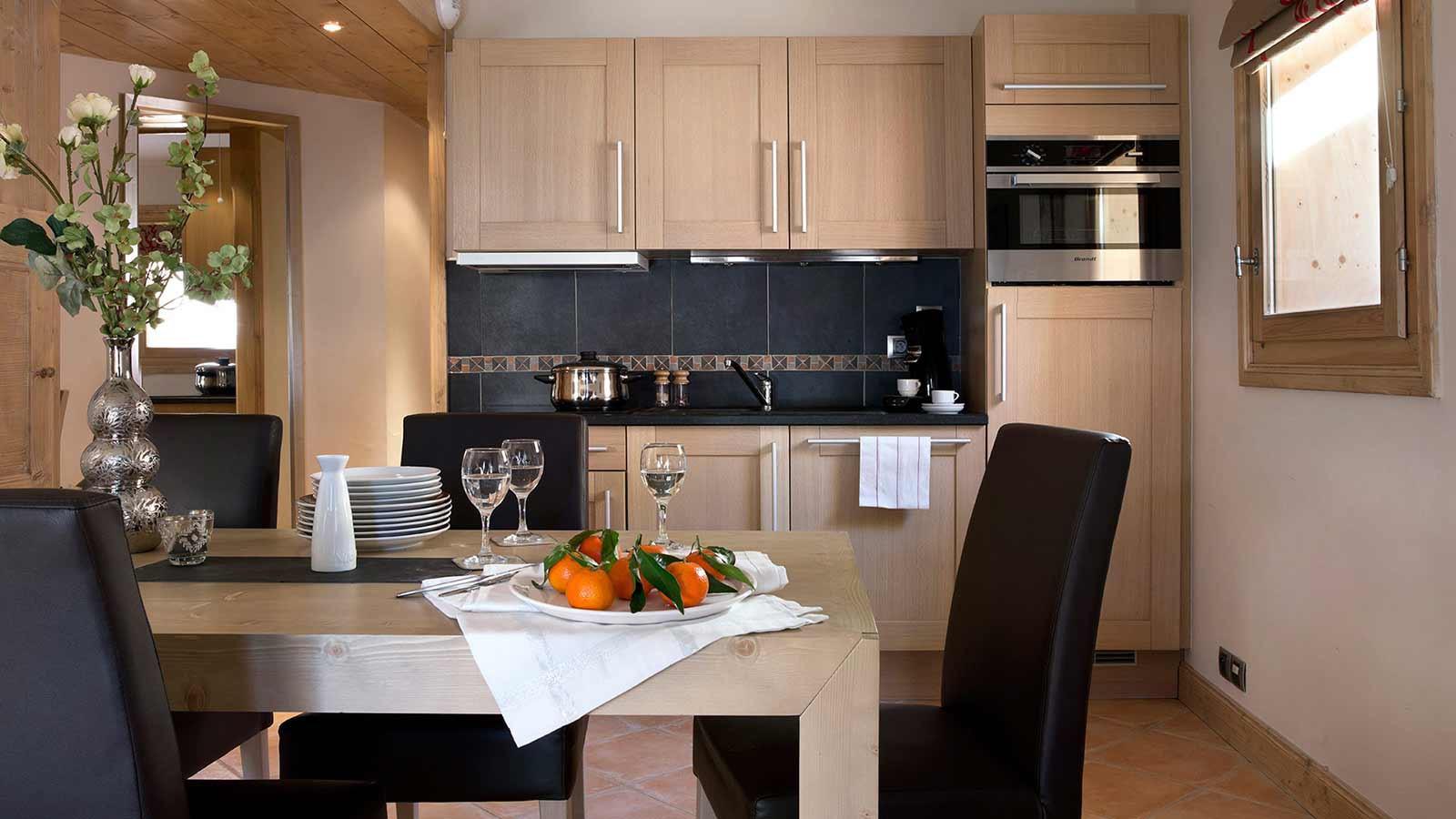 Le Cristal de l'Alpe Apartments, Alpe D'Huez - Dining Area