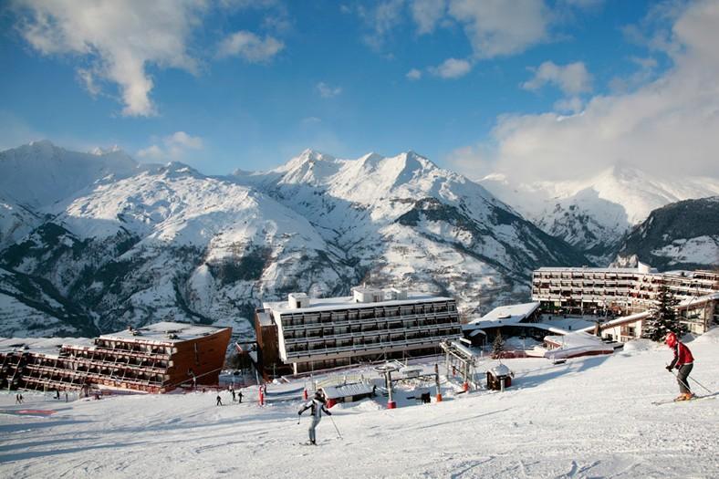 Les arcs ski holidays catered ski chalets skiworld for Hotel francs japan