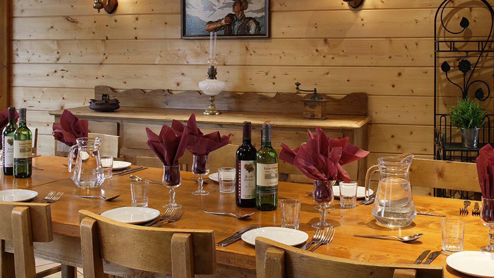 Chalet Les Rouses dining, Les Deux Alpes