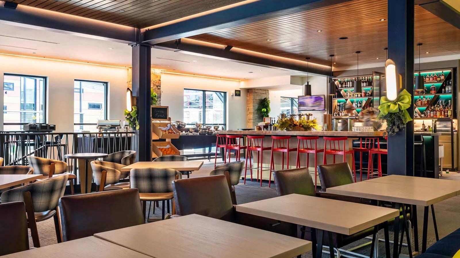 Limelight Snowmass Hotel, Aspen - Breakfast Area and Bar