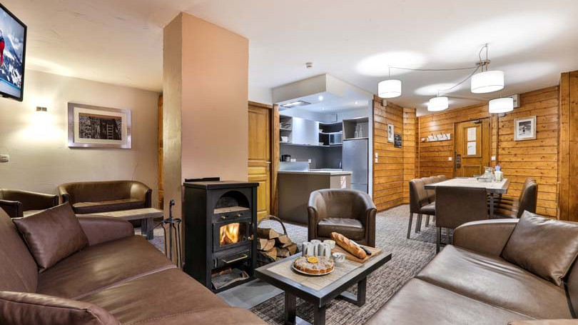 Living and Dining Area, Chalet Capricorne, Val Thorens, France