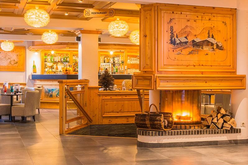 Hotel-Le-Petit-Dru-lounge-area