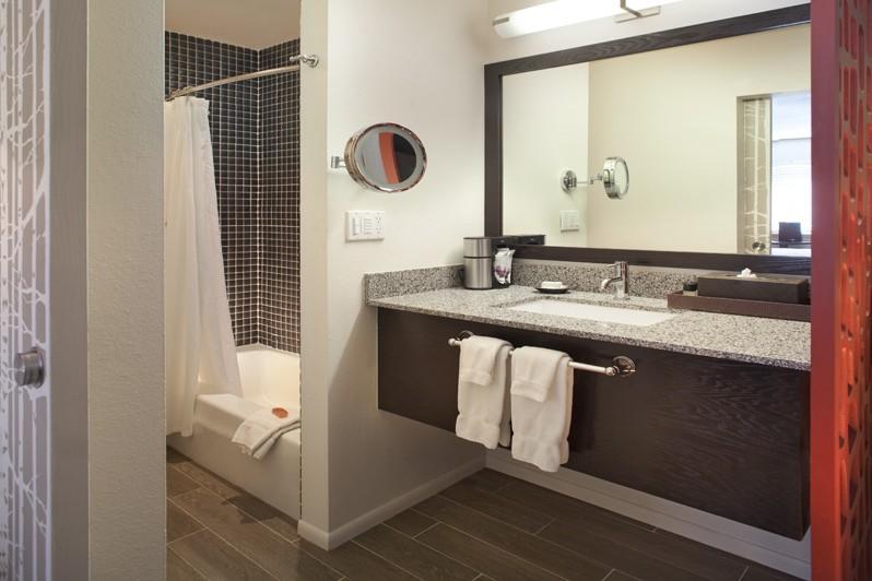 Molly Gibson Lodge, Aspen - Bathroom