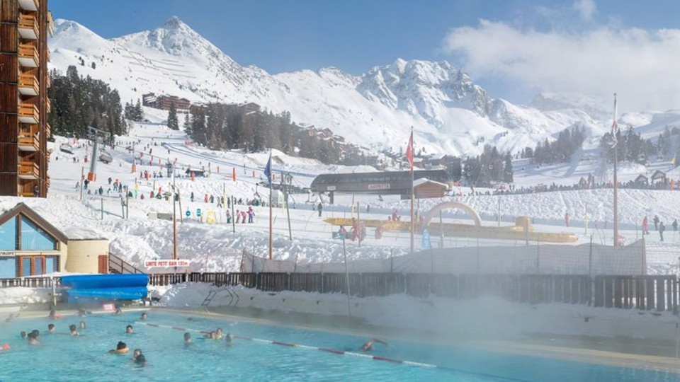 Outdoor heated swimming pool, Residence Bellecote, La Plagne, France