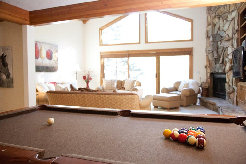 Pool table in Chalet Gleneagles, Vail, Ski Chalet in Vail, USA